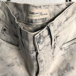 Gap white washed skinny jeans